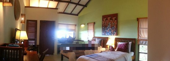 Cocotinos Manado: Panoramic view of the room