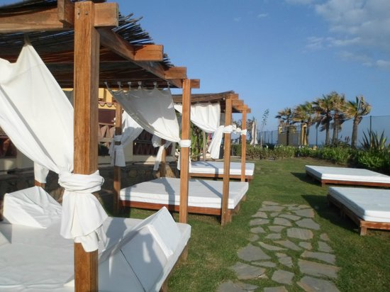 Marriott's Marbella Beach Resort: sun beds