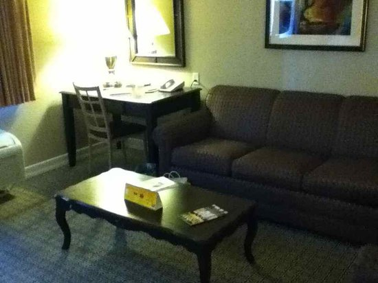 Tuscany Suites & Casino: Couch, chair and table sitting area + desk!