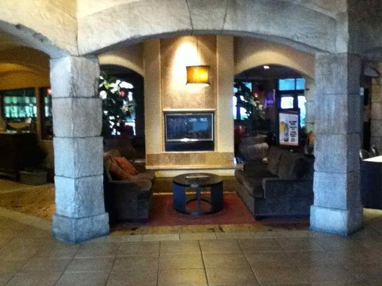Tuscany Suites & Casino: Part of the cozt lobby
