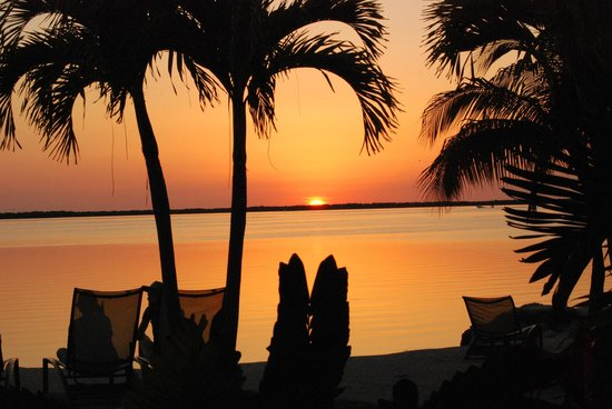 Hampton Inn Key Largo: Sunset from the beach