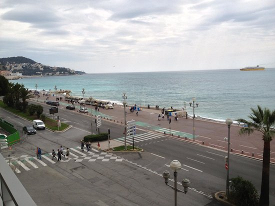 Mercure Nice Promenade des Anglais: View from 2nd floor oceanview room