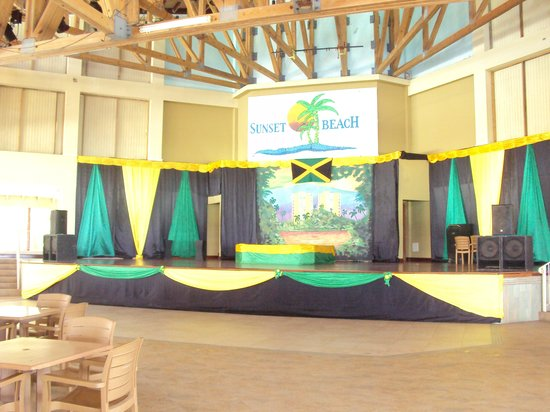 Sunset Beach Resort, Spa &amp; Water Park: Stage
