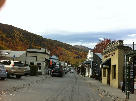 Autumn in Arrowtown NZ, from outside the famous bakery
