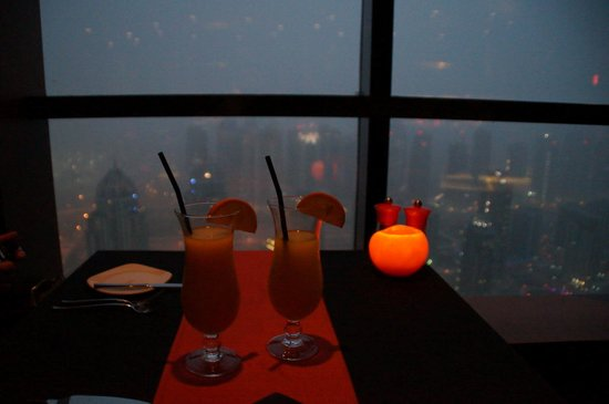 Dubai Marriott Harbour Hotel & Suites: Observatory  Restaurant
