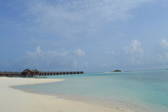Anantara Dhigu Resort & Spa : Overwater villas beach view