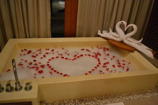 Anantara Dhigu Resort & Spa: Resort surprise for our anniversary!