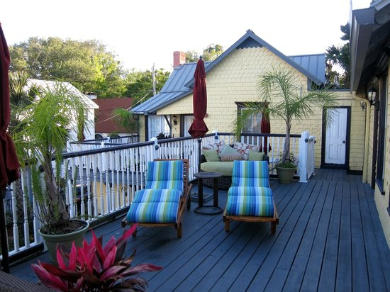 Bayfront Marin House Bed and Breakfast Inn: Second floor deck