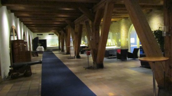 Copenhagen Admiral Hotel: The lobby, with the rustic wooden structure