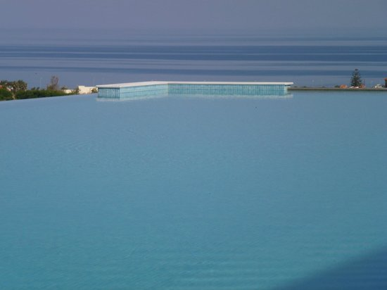 : Infinity pool