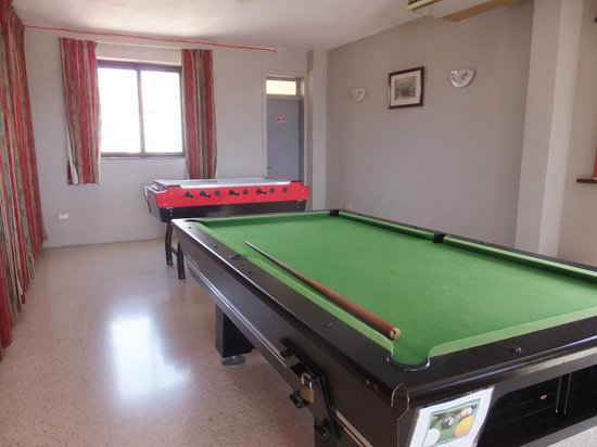 Sliema Marina Hotel: Pool table in family area