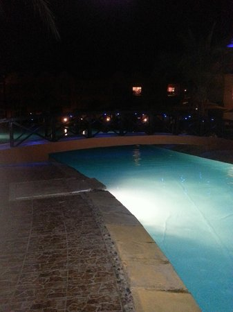 Titanic Beach Spa &amp; Aqua Park: the pool at night