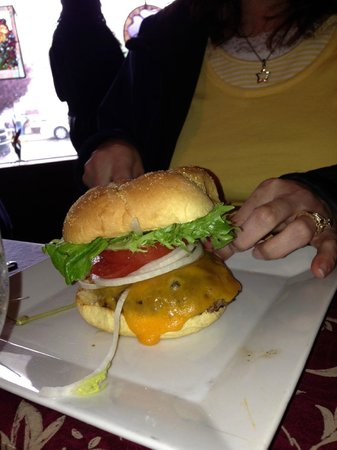 Berkeley Springs, Virginia Occidental: Tari's burger
