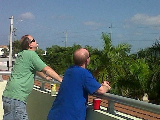 Miami Springs, FL: Watching the planes from our balcony....loved it!!!