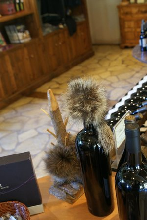 Los Olivos, CA: Need that Davy Crockett Cap for your bottolw of wine?