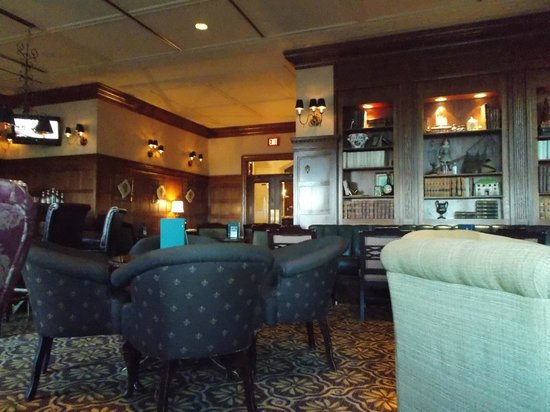 The Fairmont Hotel Macdonald: Lounge
