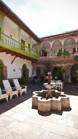 Ninos Hotel: Courtyard; great during day, noisy at night