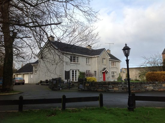 Limavady, UK: Spacious grounds and car par