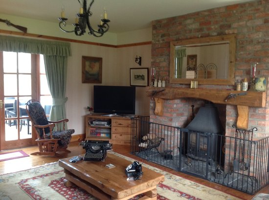 Ballycarton House: Large comfortable Lounge