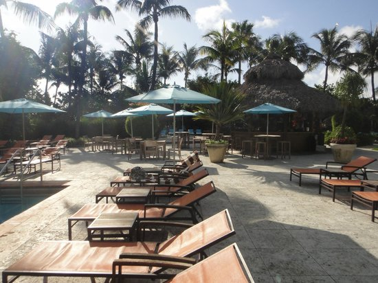 The Palms Hotel &amp; Spa: Faux beach in pool area