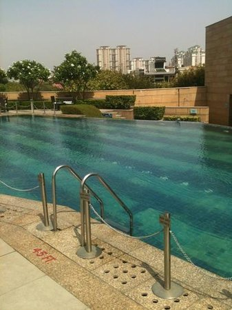Courtyard by Marriott Gurgaon: Pool