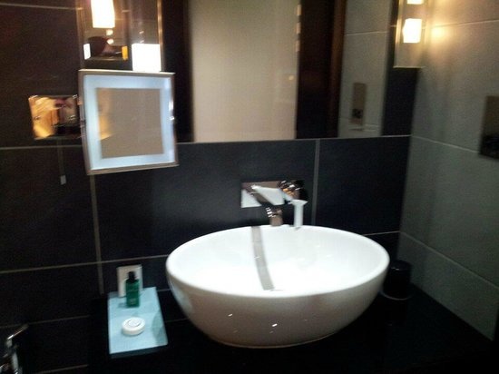 The Montcalm London: En-Suite Bathroom