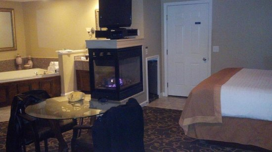 Perrysburg, OH: Our suite was clean and well appointed