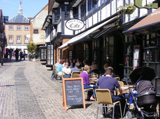 Farnham, UK: al fresco dining