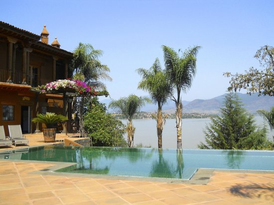 Tzintzuntzan, Mexico: View from the pool area
