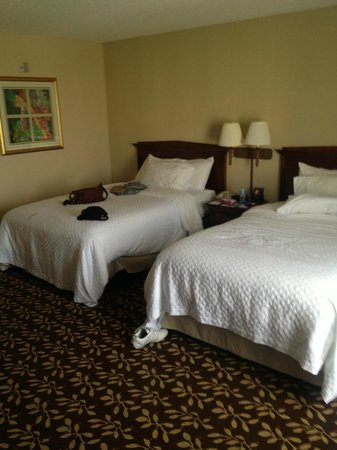 Embassy Suites Hotel Orlando Airport: comfy beds
