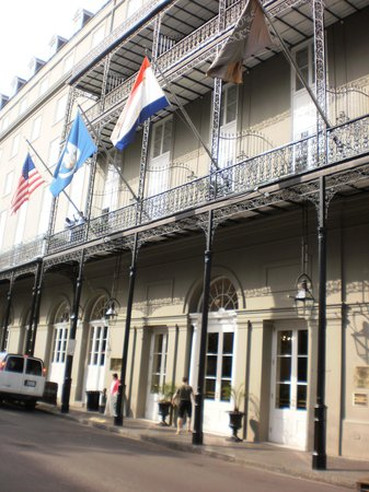 Omni Royal Orleans : Front of Hotel