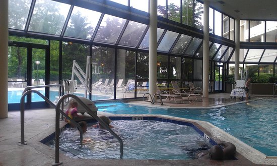 Greensboro-High Point Marriott Airport: nice indoor pool area