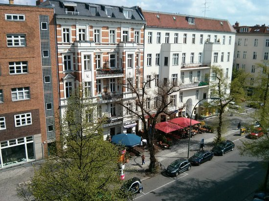 Hotel OTTO : view to the knesebeckstraße - hardly any traffic
