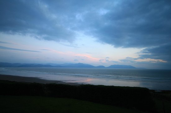 Inch, Irland: Our view of the beach from the cottage's garden