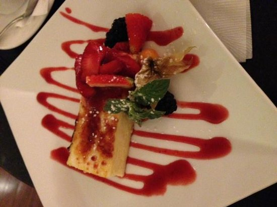 Sheraton Vancouver Wall Centre: Cheesecake brulé with strawberry coulis.