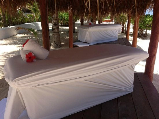Hidden Beach Resort - Au Naturel Club: Massage table in beach palapa