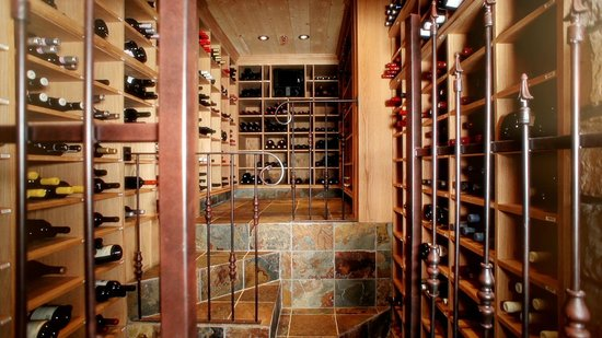 Ayer's Cliff, Kanada: Our wine cellar
