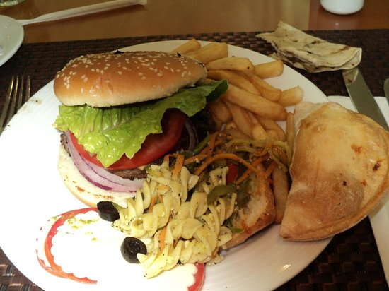 Hard Rock Hotel Cancun: Lunchtime buffet (one of the best burgers ive ever had)