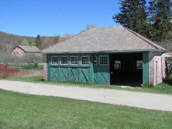 Pittsfield, MA: Heated garage for the Shakers&#39; cars!