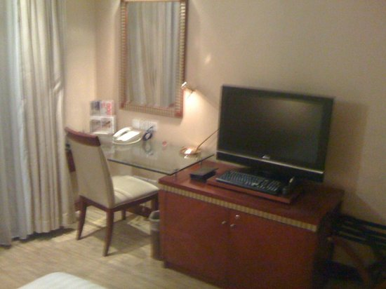 Jianguo Hotel: Working desk