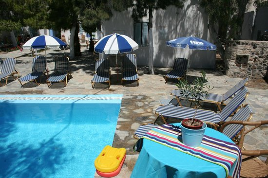 Evizorzia Villas: Sunbeds at the pool