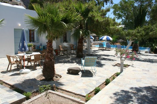 Evizorzia Villas: Garden/patio area