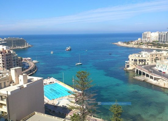 Le Meridien St. Julians: The view from the hotel roof pool.
