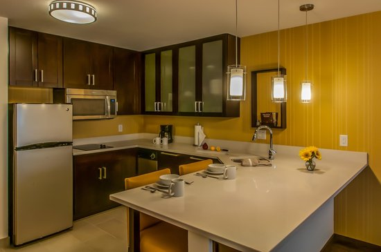 Glendale, CO: Suite Kitchen