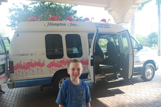 Hampton Inn Fort Lauderdale Airport North Cruise Port: Cannot miss this van!