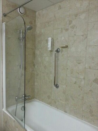 Velizy-Villacoublay, : shower