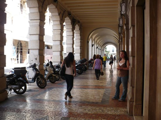 Belludi 37: scooter parking in Padua