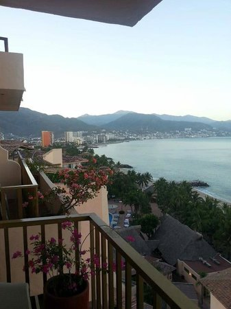 Friendly Vallarta Resort: The view from the balcony of our upper floor room