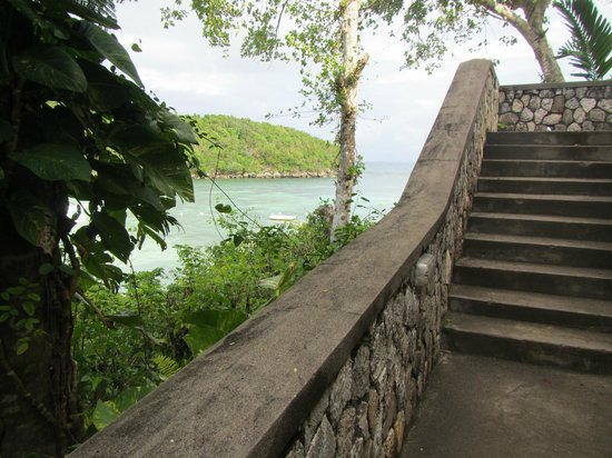 Couples Sans Souci: Stairs on the cliffside overlooking the bay