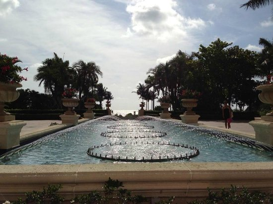 The Ritz-Carlton Key Biscayne, Miami: beautiful fountain on grounds